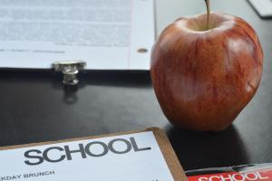 Red apple and the clipboard menu.