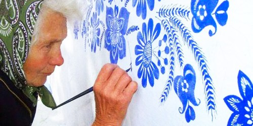 A 90-Year-Old Street Artist Anežka Kašpárková Paints Wonderful Murals On Houses