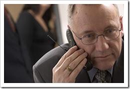 Hombre al teléfono...