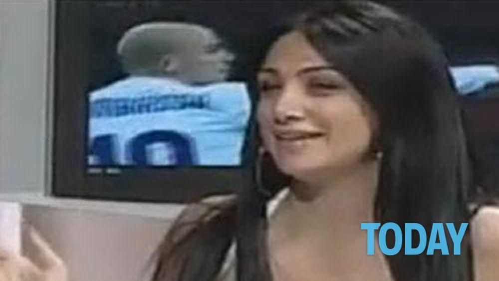 Marika Fruscio esulta ai gol del Napoli a DS le guardano il seno
