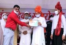Block propaganda activist Vijendra Singh Dagar and social workers were honored for their outstanding work.