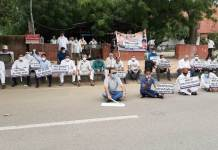 Congressmen protest against cancellation of JEE-NEET examinations