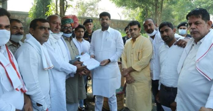 Panch sarpanches of 26 villages gave memorandum to Deputy Chief Minister Dushyant Chautala, do not want to join Municipal Corporation