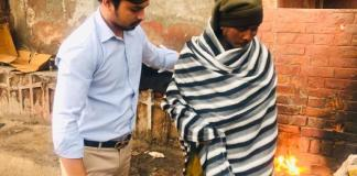 NSUI District Vice President Vikas Phagana distributed blankets to the needy
