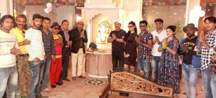 On the 16th day, several scenes were shot in Gullu's Dhani in Surajkund area shooting for the Bhojpuriya Betta film.