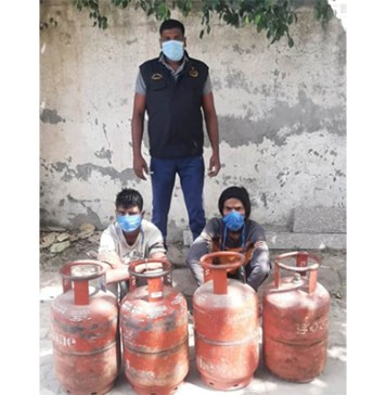 Crime Branch Sector 85 arrested two accused for stealing a gas cylinder