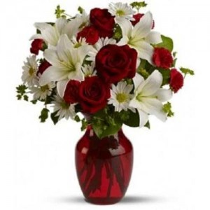 5 White Lilies With 15 Red Roses Arranged In Vase