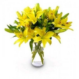 8 Yellow Lilies In Glass Vase