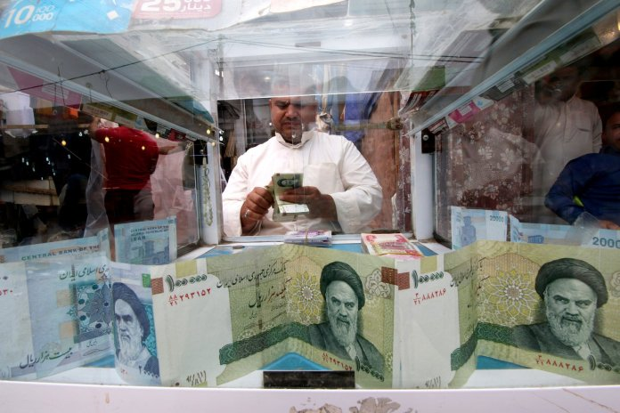 A new record collapse ... The Iranian riyal hits 215,000 per dollar »Today News - Today News
