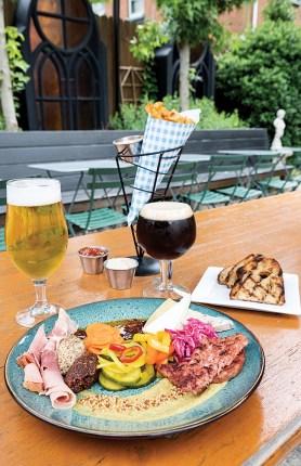 Dining Alfresco in Kentuckiana – Holy Grale