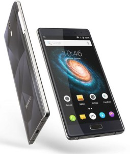 Bluboo Xtouch lateral