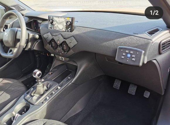 controles del vehículo por el copiloto