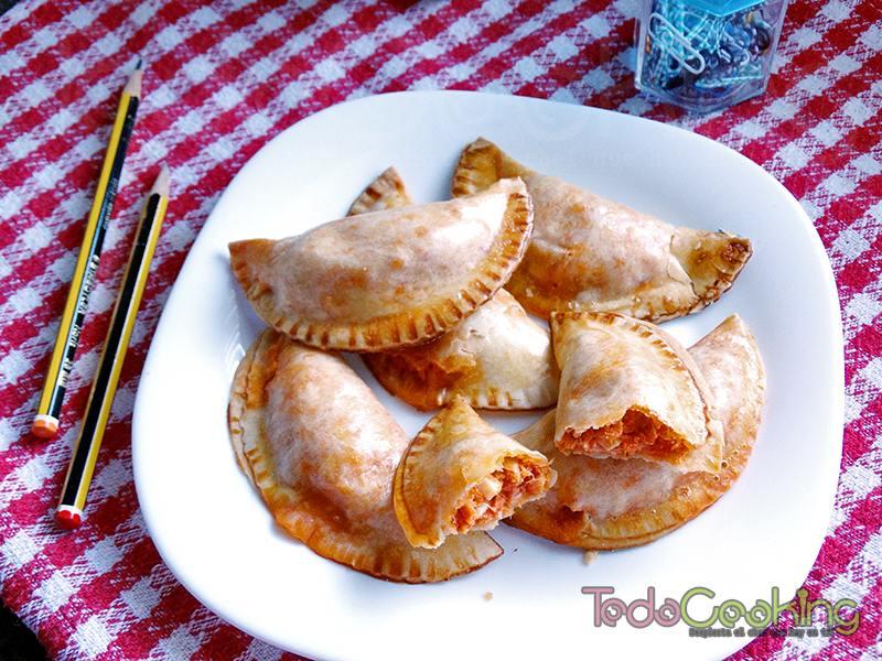 Empanadillas de atún, huevo y tomate al horno