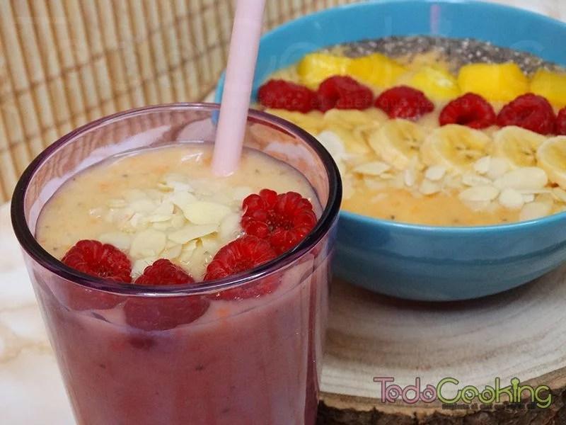 Smoothie bowl de mango, piña y plátano