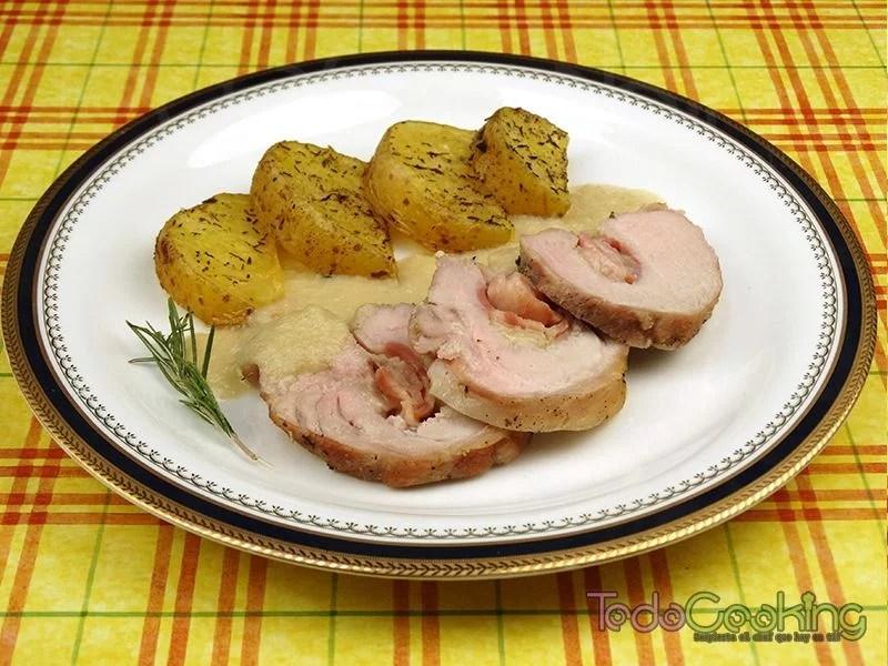 Lomo de cerdo relleno con bacon y queso