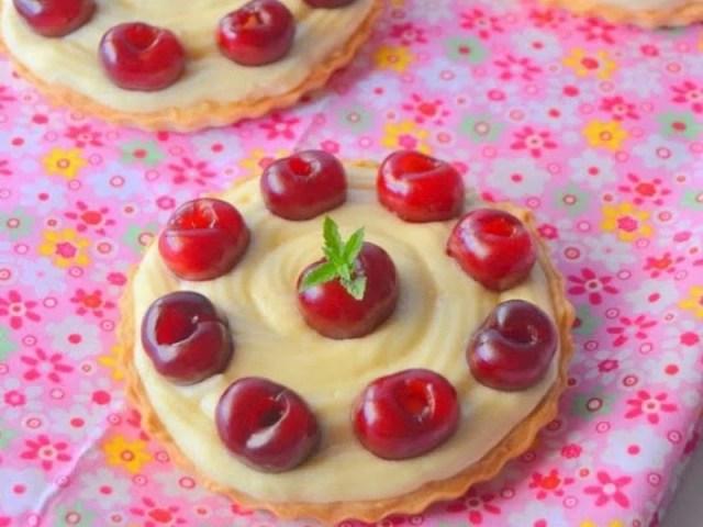 Tartaletas de cerezas con crema madame