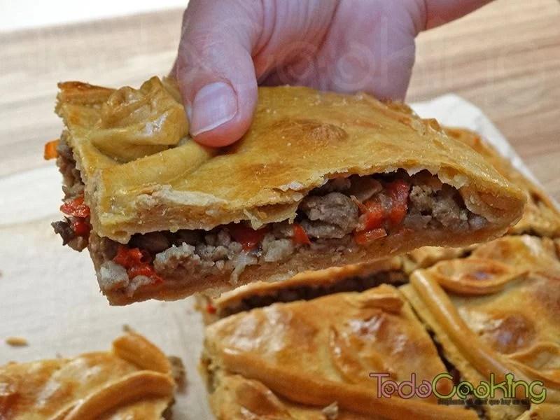 Empanada gallega de carne y setas 01