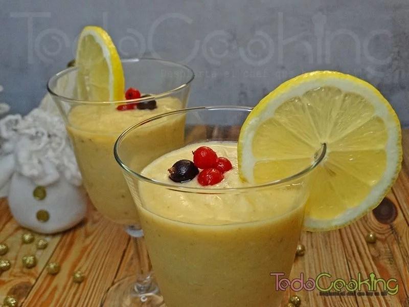 Smoothie granizado tropical con limón y gengibre 04