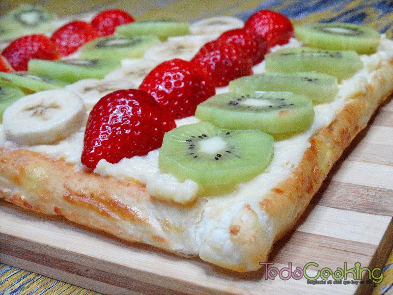 Tarta de hojaldre con frutas y crema pastelera 02