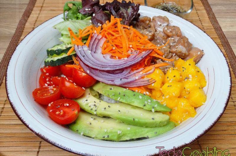 Poke bowl de salmón. Ensalada hawaina saludable y fácil!
