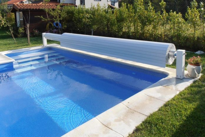 Manual Floating Cover 6 X 3 M All In Swimming Pools And Gardens