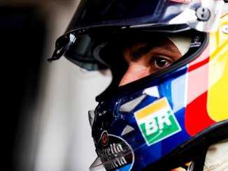 Carlos Sainz con el casco puesto