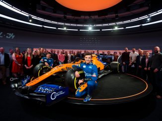 Lando Norris, junto al McLaren 2019