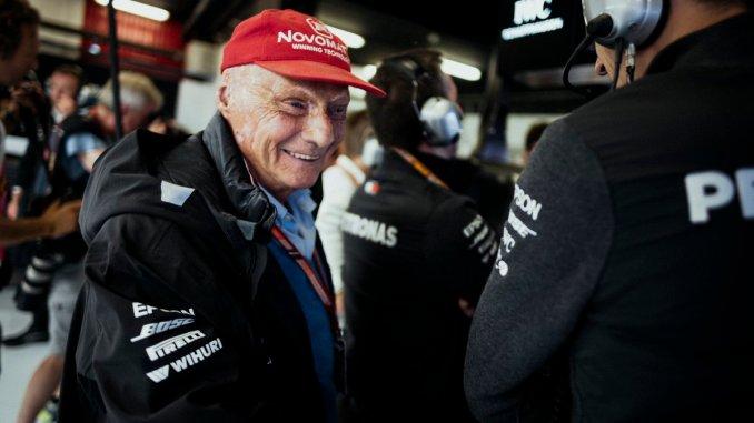 Niki Lauda, en el box de Mercedes