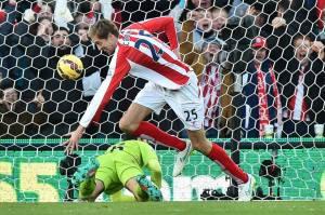 Peter Crouch anotó el primer gol del partido a los 20 segundos.