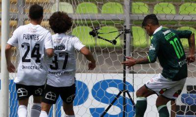 Wanderers goleó a Colo Colo en Playa Ancha y lo hunde aún más en el último lugar.
