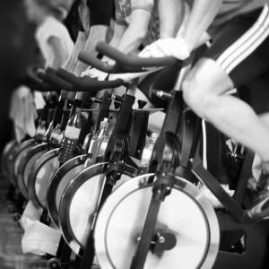 Spin. Bicicletas en gimnasio.