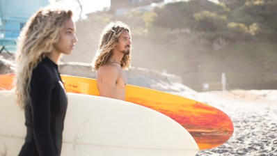 Rob Machado y su hija surfeando en España