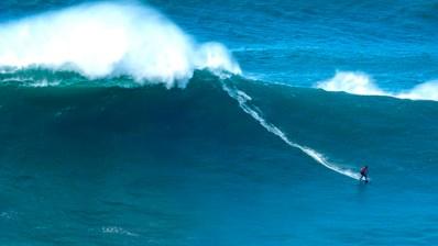 Italo Ferreira volvió a surfear Nazaré