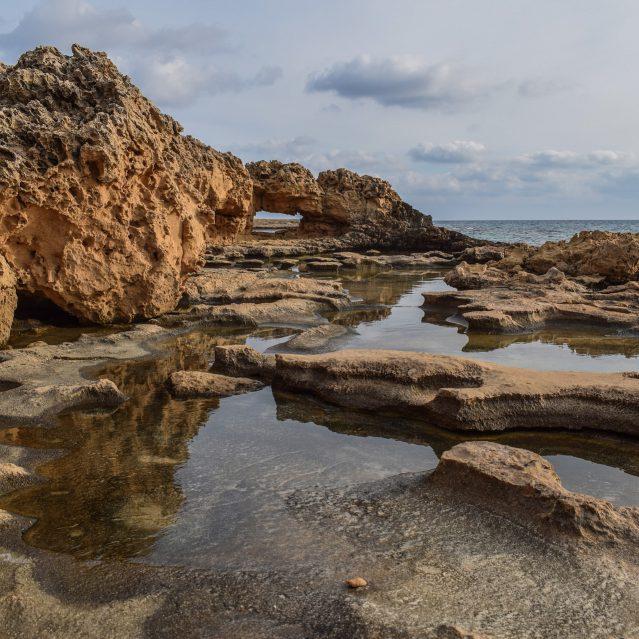 rocky-coast-3072494_1920