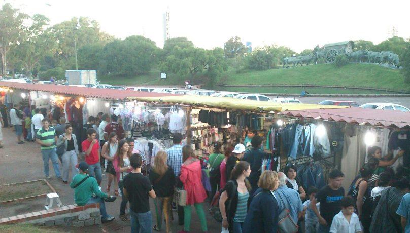 Stands de la Feria Nocturna del Parque Batlle