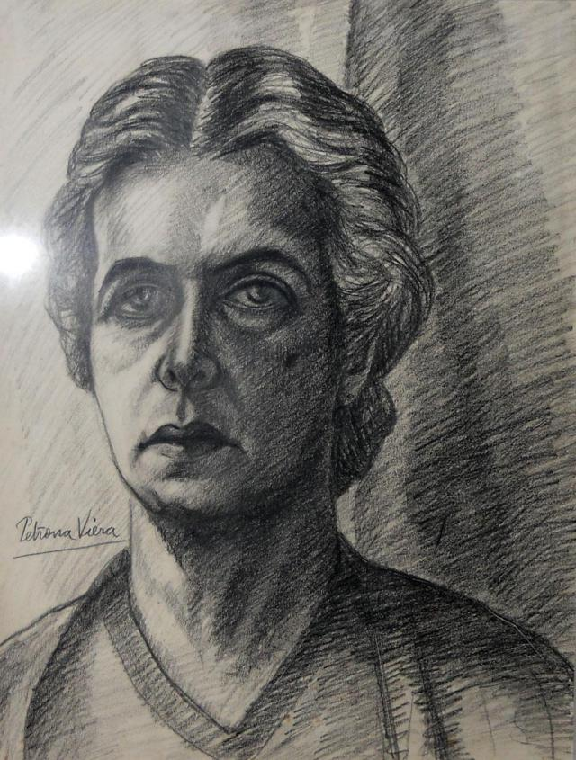 Dibujo a lápiz autorretrato de Petrona Viera