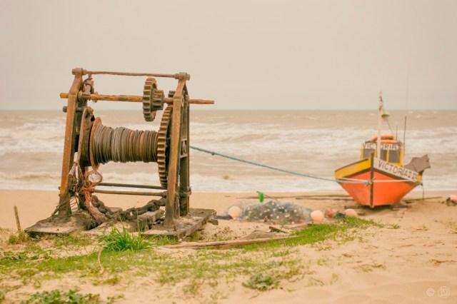 Barco de pescadores en Punta del Diablo