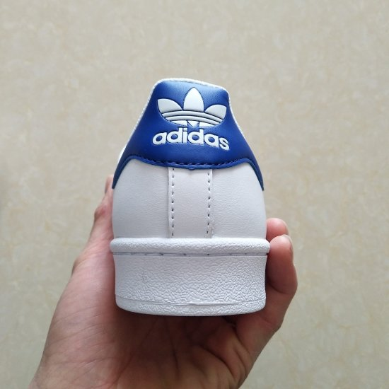 Adidas Superstar Blancas Azules y doradas 2 scaled