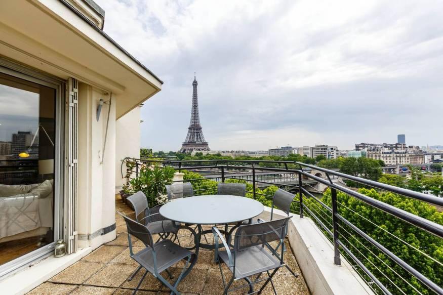 airbnb eiffel tower