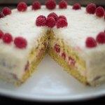 Vegane Kokos-Himbeer-Torte mit