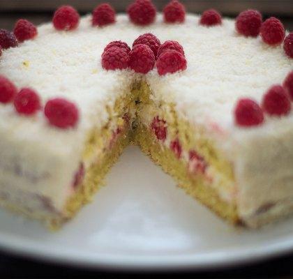 vegane Kokos-Himbeer-Torte