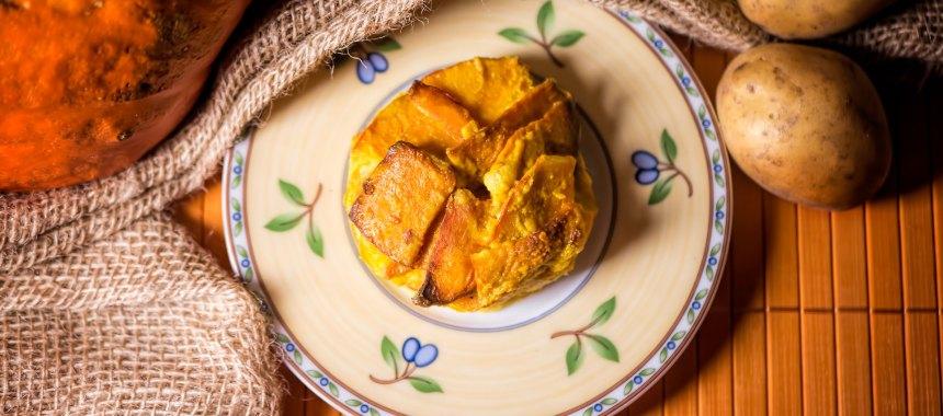 Kürbis-Kartoffel-Auflauf mit Kokos-Kurkuma-Sauce
