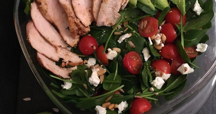 Spinazie salade met geitenkaas & pijnboompitten