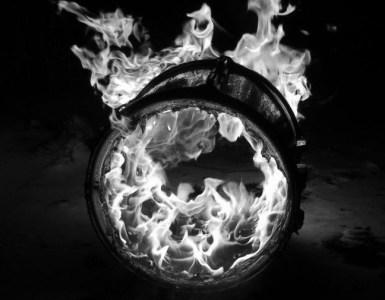 header_burningdrum_BW
