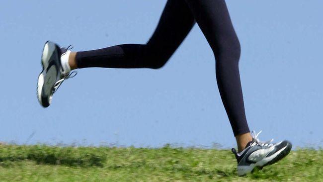 916441-woman-jogging