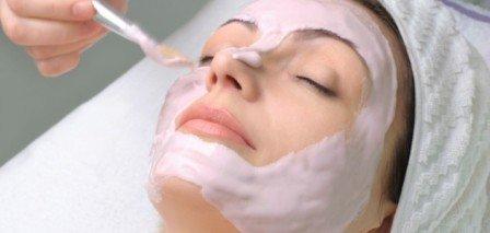 Mask-Using-Strawberry-and-Fresh-Cream