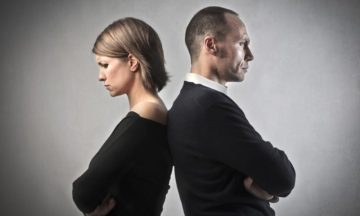 Ο αδιάκοπος αγώνας μεταξύ δύο ανθρώπων που προσπαθούν να συνεννοηθούν