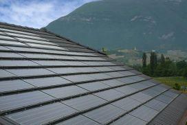 toit-tuile-tuile solaire-soleil-tuile photvoltaique-energy-energie-autonomie-battery-batterie-autonomy-maison-autonome-naturel-maitre-oeuvre-constructeur-electricite-stockage-panneau-solaire-solar-panel-artisan-toitot-maison-autonome
