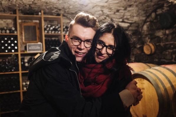 Julija in Marko v vinski kleti Pasji rep, Vipavska dolina