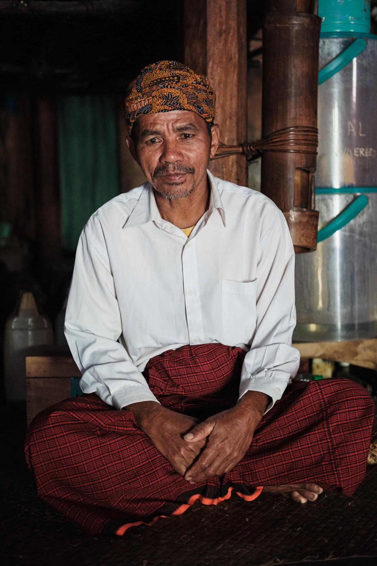 Starešina Paulus v vasici Waerebo, Flores